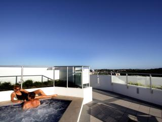 Rooftop jacuzzi & bbq area open to all guests